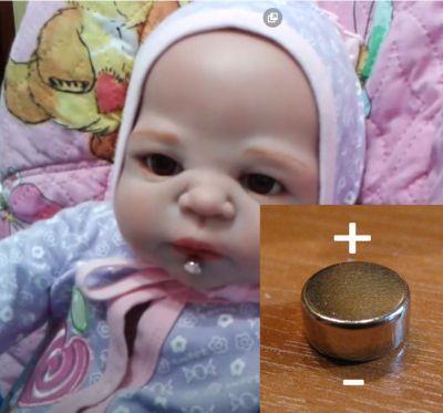 Важно приклеить магнит к соске куклы беби борн нужной поляроностью