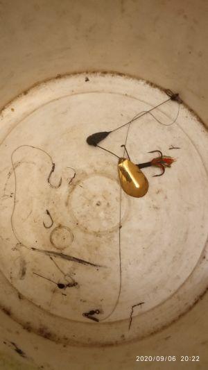Що можна витягти з води на пошуковий магніт - магнітна рибалка - крючки