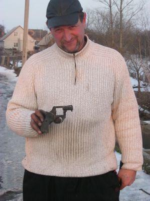 пістолет знайденний магнітом