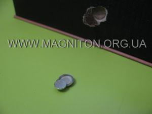 магнит для крепления клапана коробки в правке из металла, усиливающий магнит