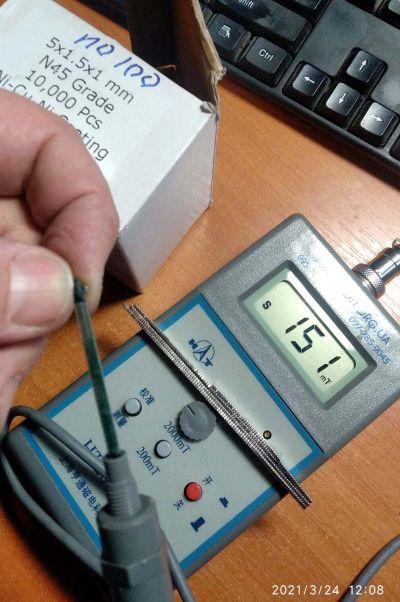 маленький магніт 5*1,5*1 мм вимірювання магнітної індукції на поверхні